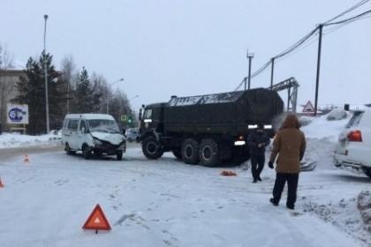 Шесть человек пострадали в трагедии сГазелью и грузовым автомобилем вНижневартовске