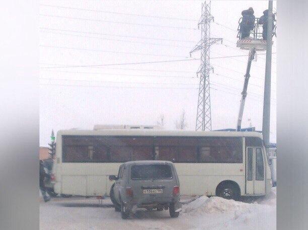В Нижневартовске автобус «приехал» в столб
