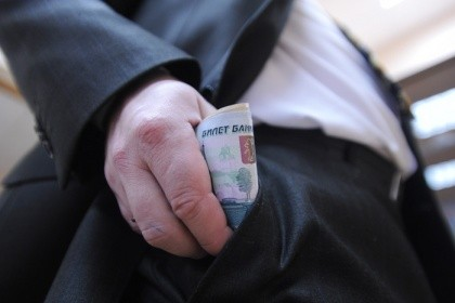 Югорский чиновник предстанет перед судом зарастрату 39 млн руб.