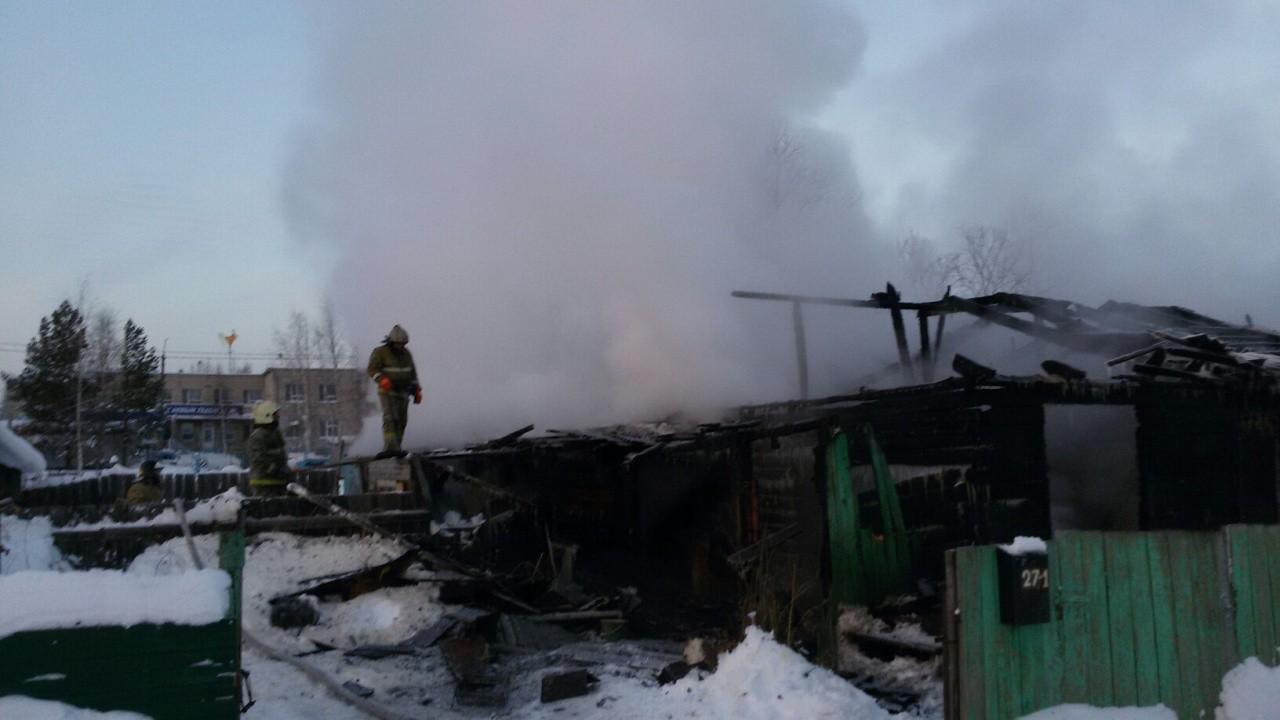Вчера в Нижневартовске сгорел жилой дом. Без крова осталась семья с двумя детьми