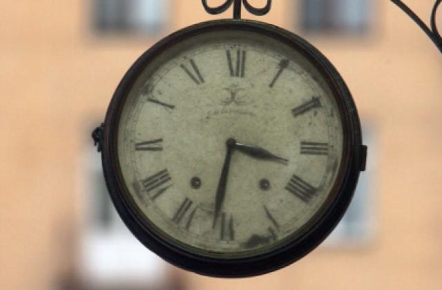 Я считаю, что декретное время, когда местное на час опережало астрономическое время, было придумано неспроста.